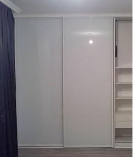 Глянцевые двери для встроенного шкафа