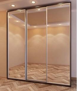 Три двери в шкаф купе с зеркальным наполнением