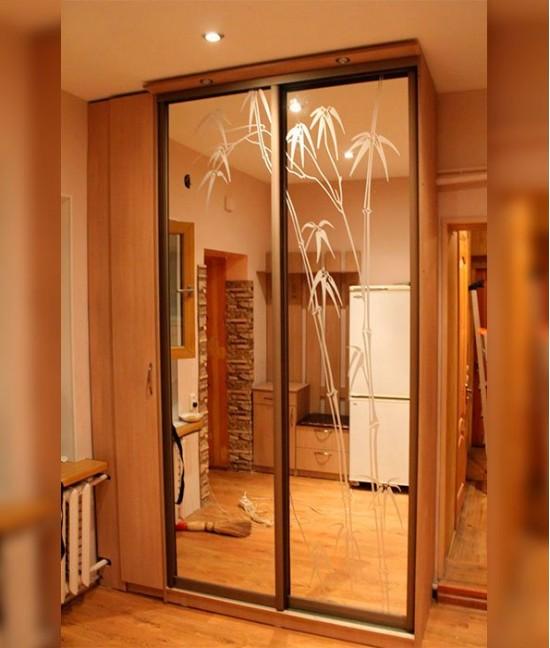 Пескоструйные двери-купе с зеркалами
