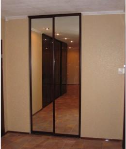 Зеркальные двери-купе в кладовку