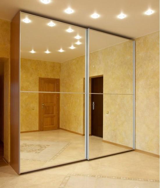 Широкие зеркальные двери-купе