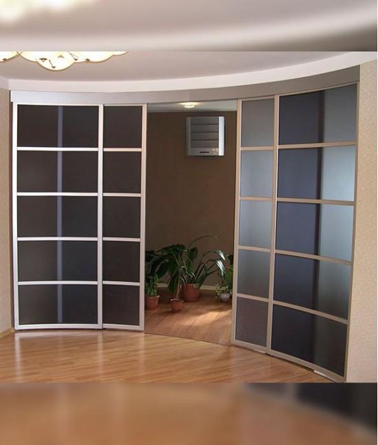 Радиусные двери в гостиную