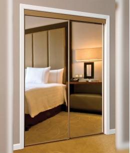 Зеркальные двери-купе в стену