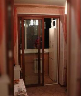 Раздвижные стеклянные двери на лоджию