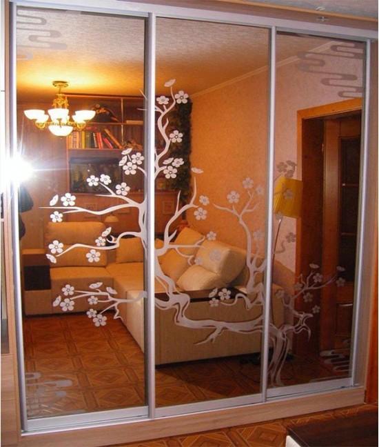 Три (3) двери-купе с пескоструйным рисунком