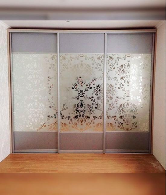 Современные двери-купе с пескоструйным рисунком