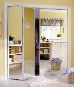 Складные двери с зеркалом