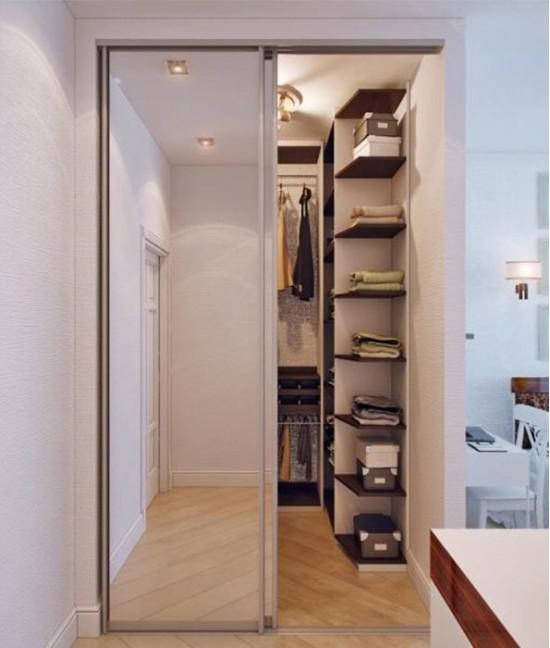 Двери в гардеробную в коридоре