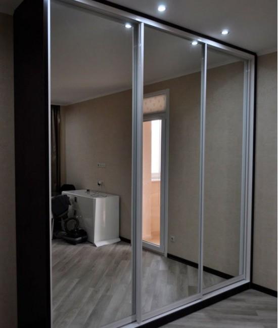 Зеркальные двери для шкафа-купе в прихожую