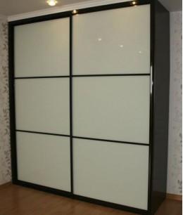 Двери-купе со стеклом лакобель