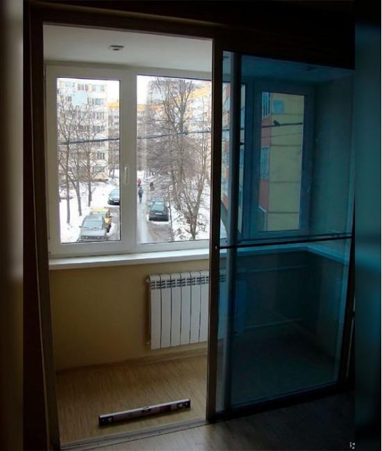 Стеклянные двери на балкон