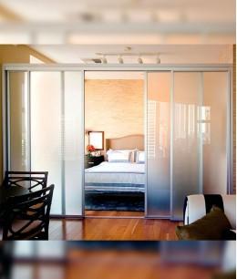 Стеклянные двери в спальню
