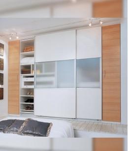 Встроенный шкаф купе в спальню пастельный