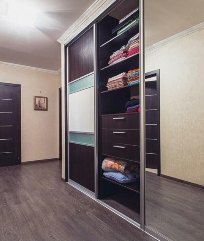 Современные встроенные шкафы купе в прихожую фото